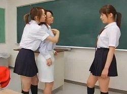 教室で担任の女教師をレズ調教する2人の生徒