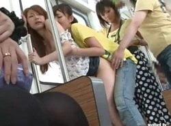 モデル体型の美女を電車内でペニバンレズ痴漢する痴女