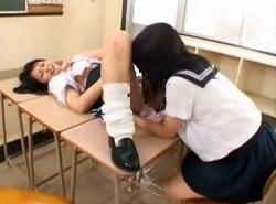 放課後の教室でいつものレズ女子生徒2人が絡み合うHな動画
