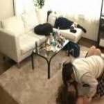 友達同士でお酒を飲んでいたJKが泥酔して絡む姿を盗撮風に見れる動画