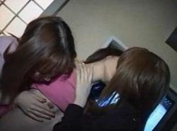 カラオケBOX内で3人のお姉さん達によるHなレズキス動画