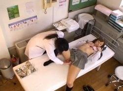 医師の特権を利用して女子校正に猥褻な診察をするレズ医師