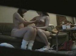 お芝居の控え室でレズビアンからオッパイを舐められる美少女動画