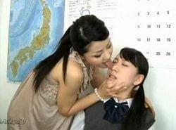 何度言っても分からない女子生徒に痰ツバ穿きかける美人女教師